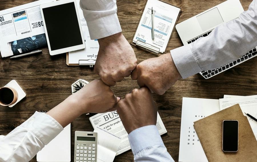 Aportación de socios para compensar pérdidas. Reversión de la causa disolución.