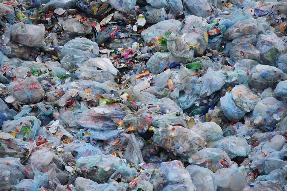Se retrasa la prohibición de entregar bolsas de plástico gratuitamente